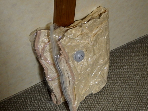 ダイソーで買ったバルブ付毛布圧縮袋の性能はどんなもん?