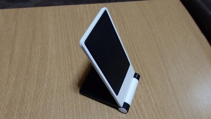 セリアで買った折りたたみ式モバイルホルダー、どんなもん?