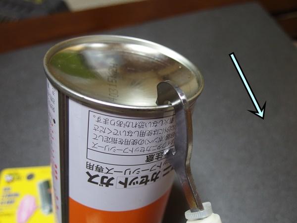 ダイソーのカセットボンベと廃棄用のガス抜き器