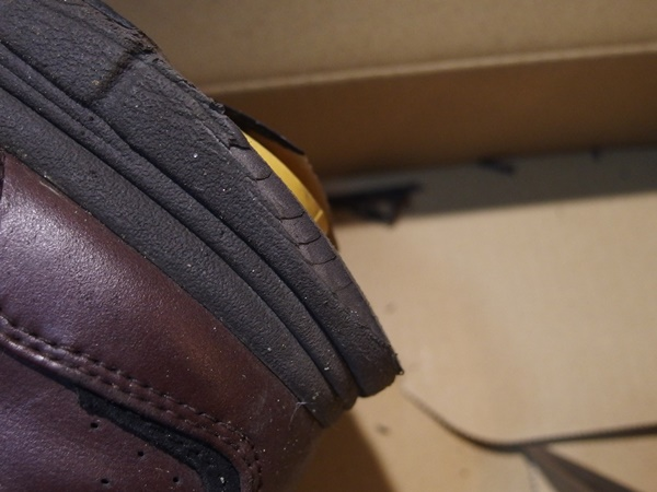 削れた靴底3