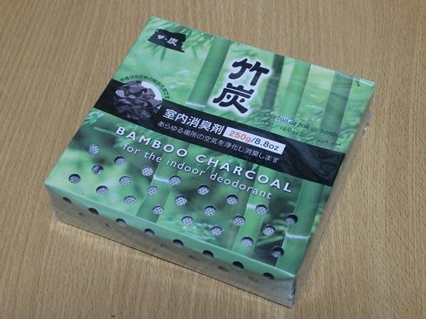 ダイソーのザ・炭シリーズ「竹炭」。部屋の空気を綺麗にしたいんで買ってみました。