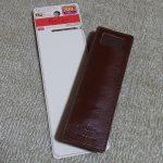 ダイソーの本革製ペンケース(ブックバンド付)。メモ人間にとってはかなり重宝しそうな予感です。