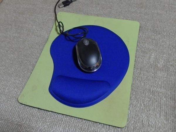 ダイソーのハンドレスト付マウスパッド1