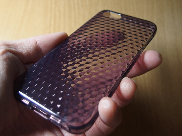 TPU素材のiPhoneケース7