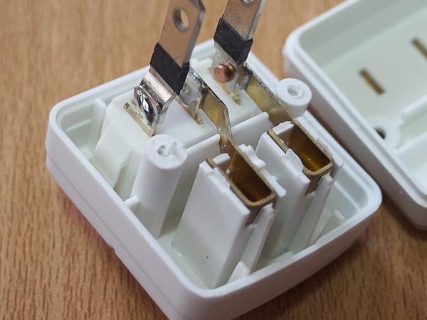 ダイソーの節電タップ3