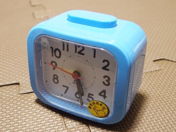 ダイソーの315円目覚まし時計(ライト点灯機能付)の使い勝手はどんなもんだ?