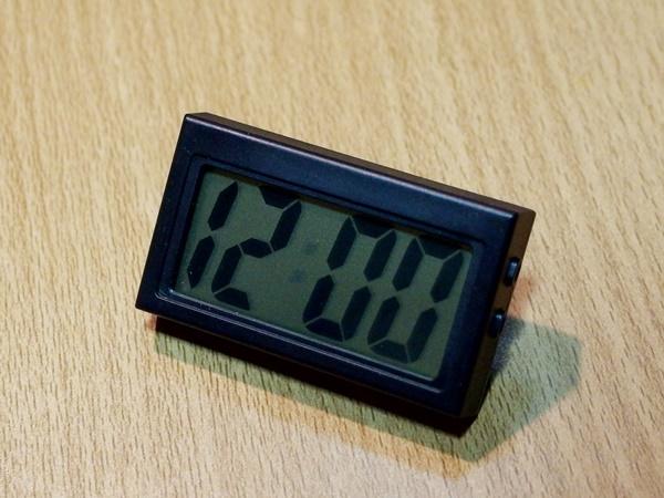 セリアのデジタル時計
