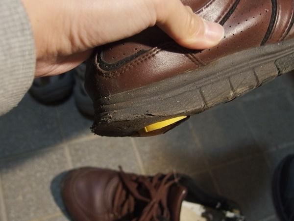 削れた靴底2