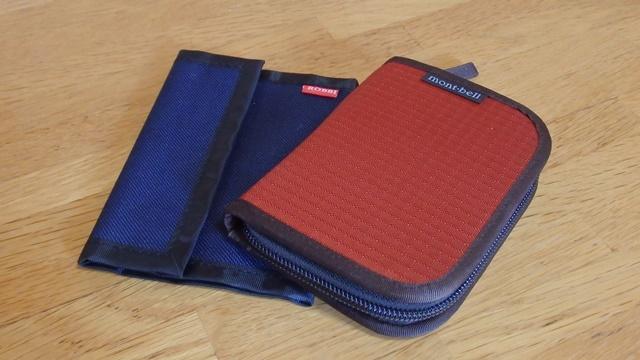 モンベルのジップワレットとダイソーのバリバリ財布