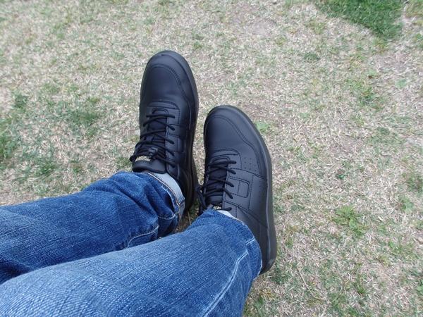 靴を履く2